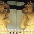 西日本屈指の山門の仁王像。