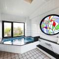 4階にある大浴場です。ゆっくりと疲れを癒しながらお過ごしください。