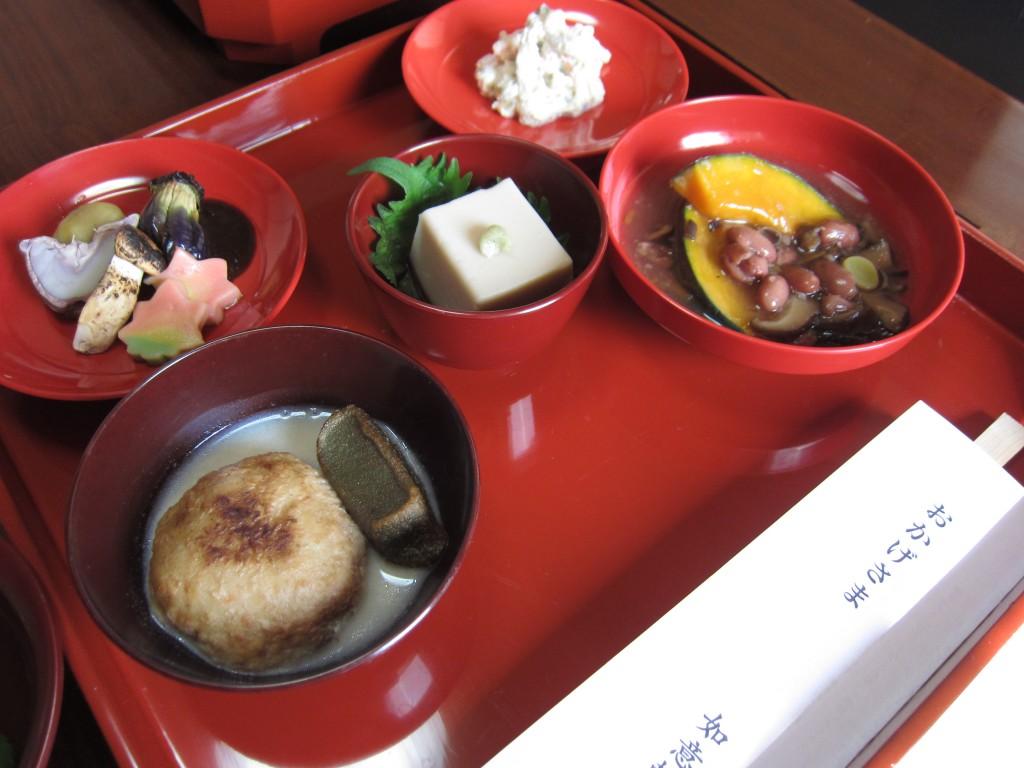 和尚さん手づくりの本格的精進料理(※写真は昨年のものです)