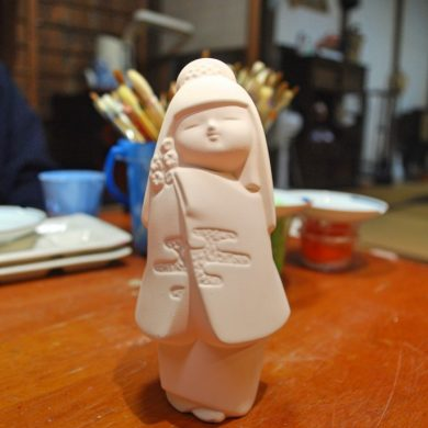Traditional Hakata doll painting experience