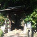 桜坂のゆるやかな坂道の途中に柚子庵は位置します。