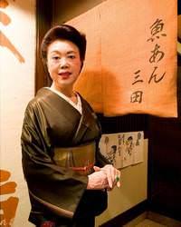 ■中洲のお母さん的存在の女将、温かい接客でサービス致します