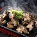 地鶏炭火は強力な炎で%0A一気に焼き上げます!