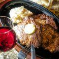 こだわりの肉料理は、赤ワインと合わせてどうぞ♪