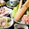 水炊き、もつ鍋、刺身、串焼など博多ならではの料理を。