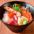 【海鮮丼】%0A長浜市場から仕入れた鮮度が自慢のお魚を日替わりで