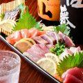 【厳選食材】%0A市場直送の旬の鮮魚を堪能できる刺身がオススメ