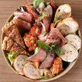 旬の素材の様々な味わいを楽しめる欲張りな前菜盛り合わせ