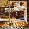 ホテルのエントランスをイメージさせる、おしゃれな外観。