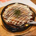 ふわふわの食感が魅力の山芋鉄板焼きは女性に人気の一品。