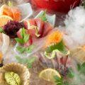 旬の魚を盛り込んだ刺身盛り合わせ。宴も盛り上がります