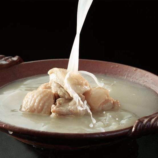 博多水たきは、鶏コラーゲンがたっぷり。美容と健康に。