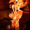 鶏油をかけ、いぶし焼き!炭の香りが食欲をそそります。