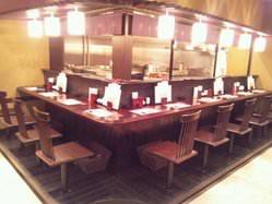 厨房が見えるカウンター☆目の前で焼きあがる光景を楽しむ。