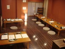 店内のテーブル席25名様ぐらいまでの宴会もできます。