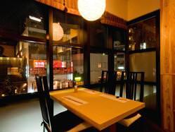 窓際のテーブル席はまた違った雰囲気。