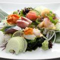 旬の魚介類のお刺身はおすすめです。