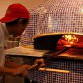 こだわりのピザはこの石釜でお作りしております