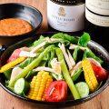 【サラダ】福岡県内で採れた野菜を自家製ゴマドレでどうぞ!