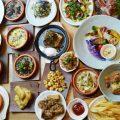 博多餃子、ゴマサバ、もつ鍋など博多の名物を堪能できます。