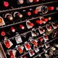 ワインセラーの中には、ブルゴーニュを中心とした100銘柄が