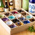 全国選りすぐりの地酒も豊富にご用意。陶器にもこだわる。