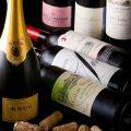 ワインやシャンパンなどお酒も豊富に取り揃えております。