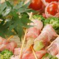野菜がしっかり楽しめる肉巻き串も人気